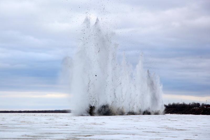 Лёд на Северной Двине взрывали для безопасного прохождения ледохода