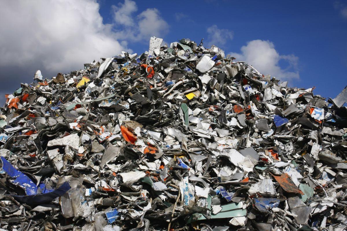 В областное Собрание депутатов отправили письмо с требованием разобраться с мусором