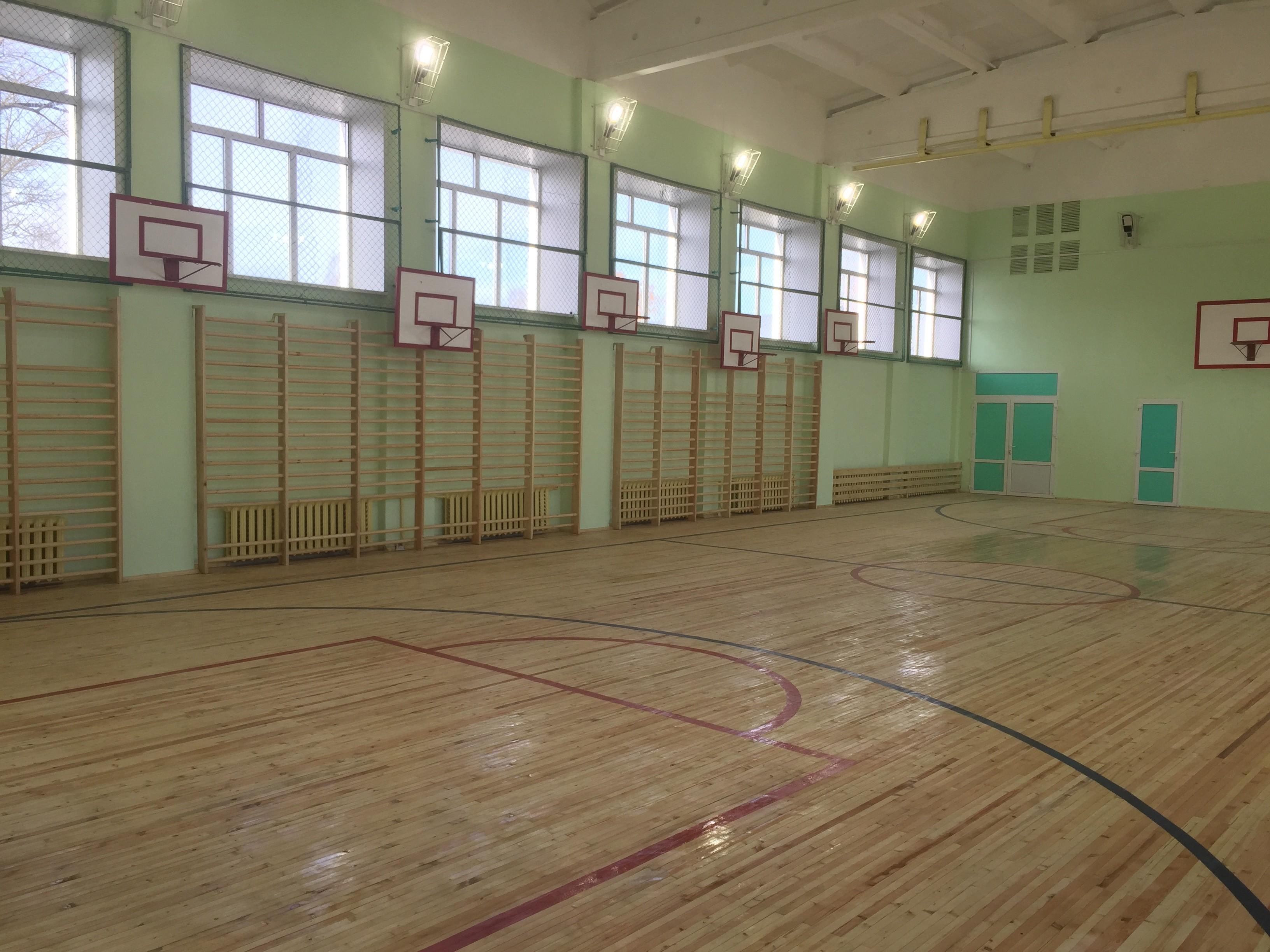 В Вельской районе осужденные ИК-14 отремонтировали школьный спортзал