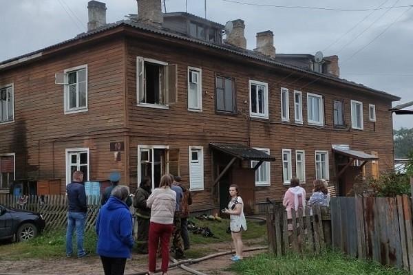 При пожаре в Шенкурске из квартиры не смог спастись мужчина в инвалидной коляске