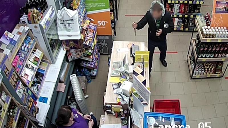 В одном из магазинов Новодвинска разбойник пытался украсть алкоголь